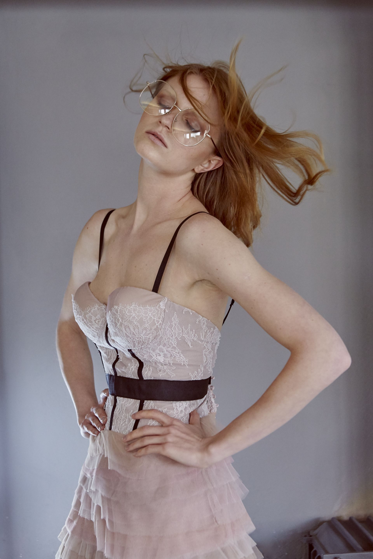 Φόρεμα bustier με Γαλλική δαντέλα και τούλινη φούστα