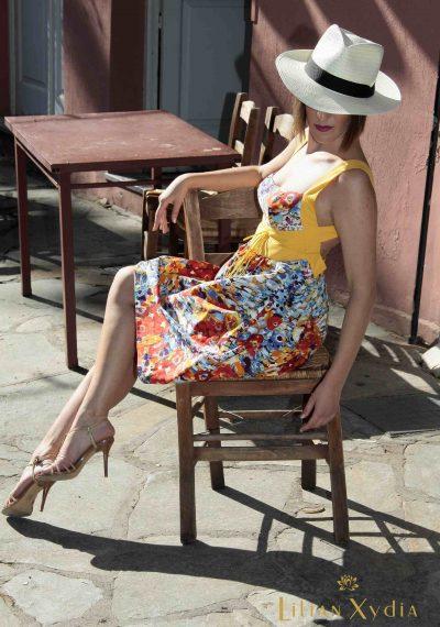 All day φλοράλ φόρεμα, με τιράντες που κυκλώνουν τα χέρια και ανοιχτή πλάτη