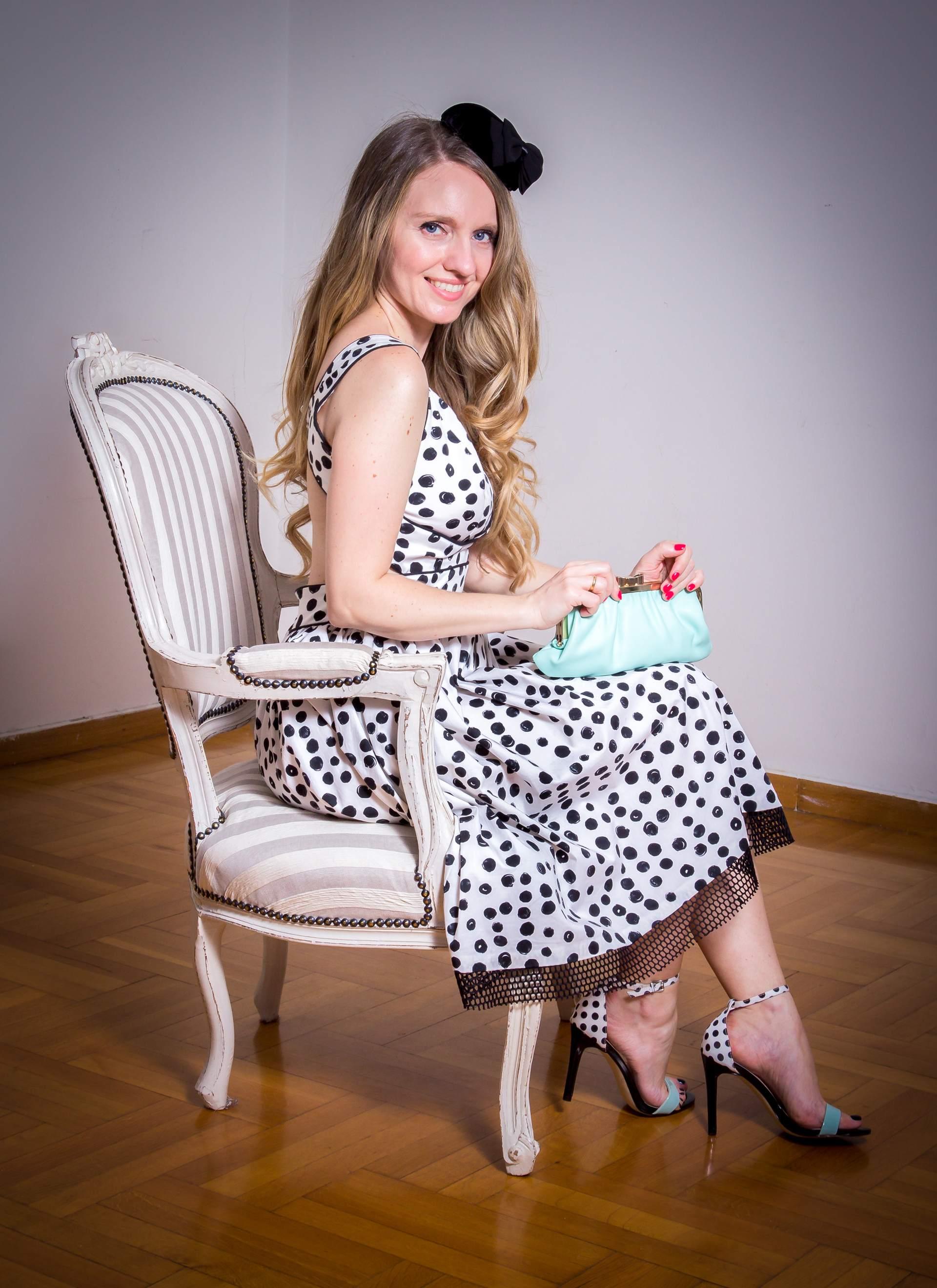 Cocktail φόρεμα με V ντεκολτέ φουρό και ανοιχτή πλάτη
