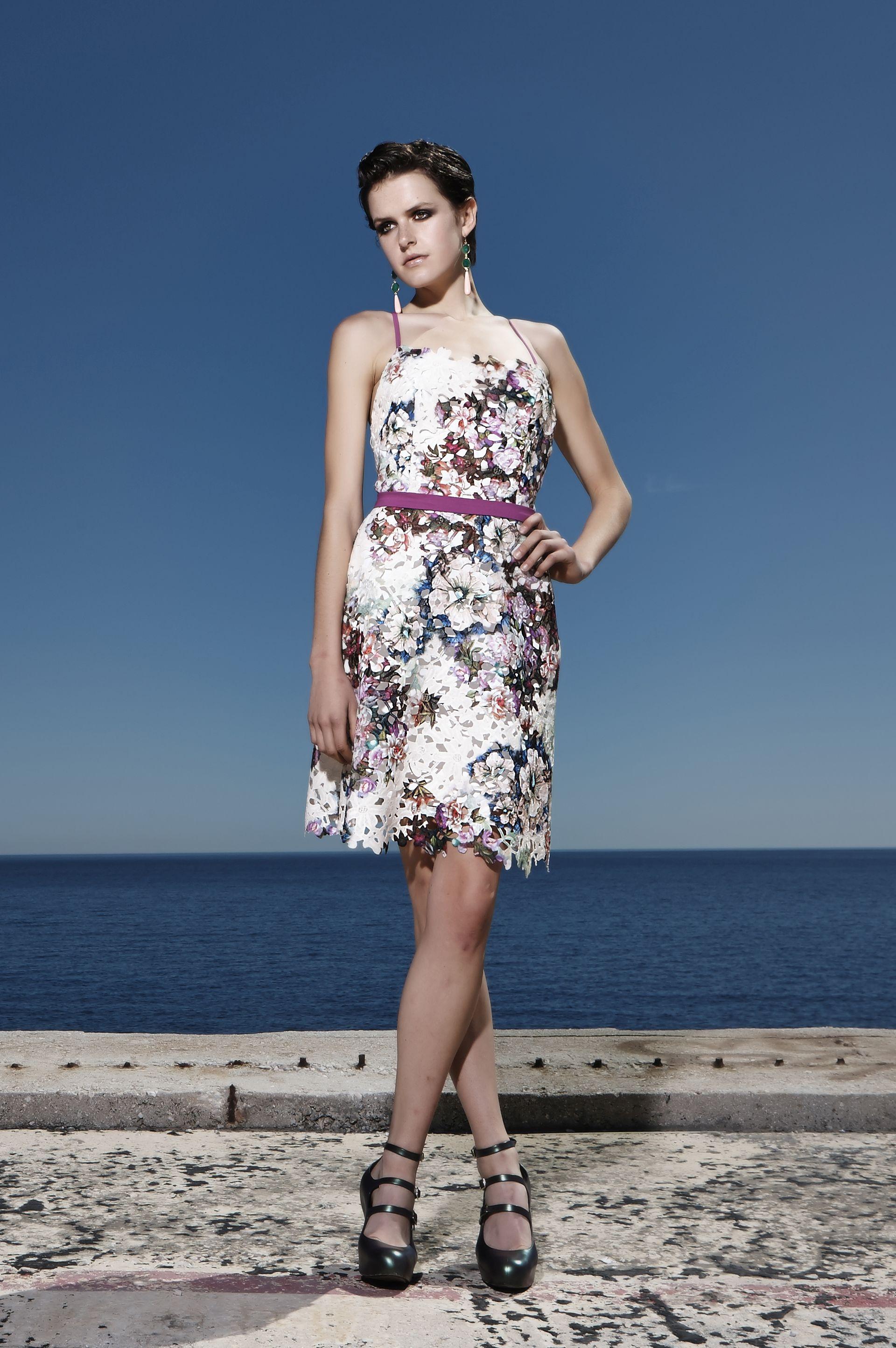 Florale δαντελένιο φόρεμα με τιράντες και λεπτό ζωνάκι