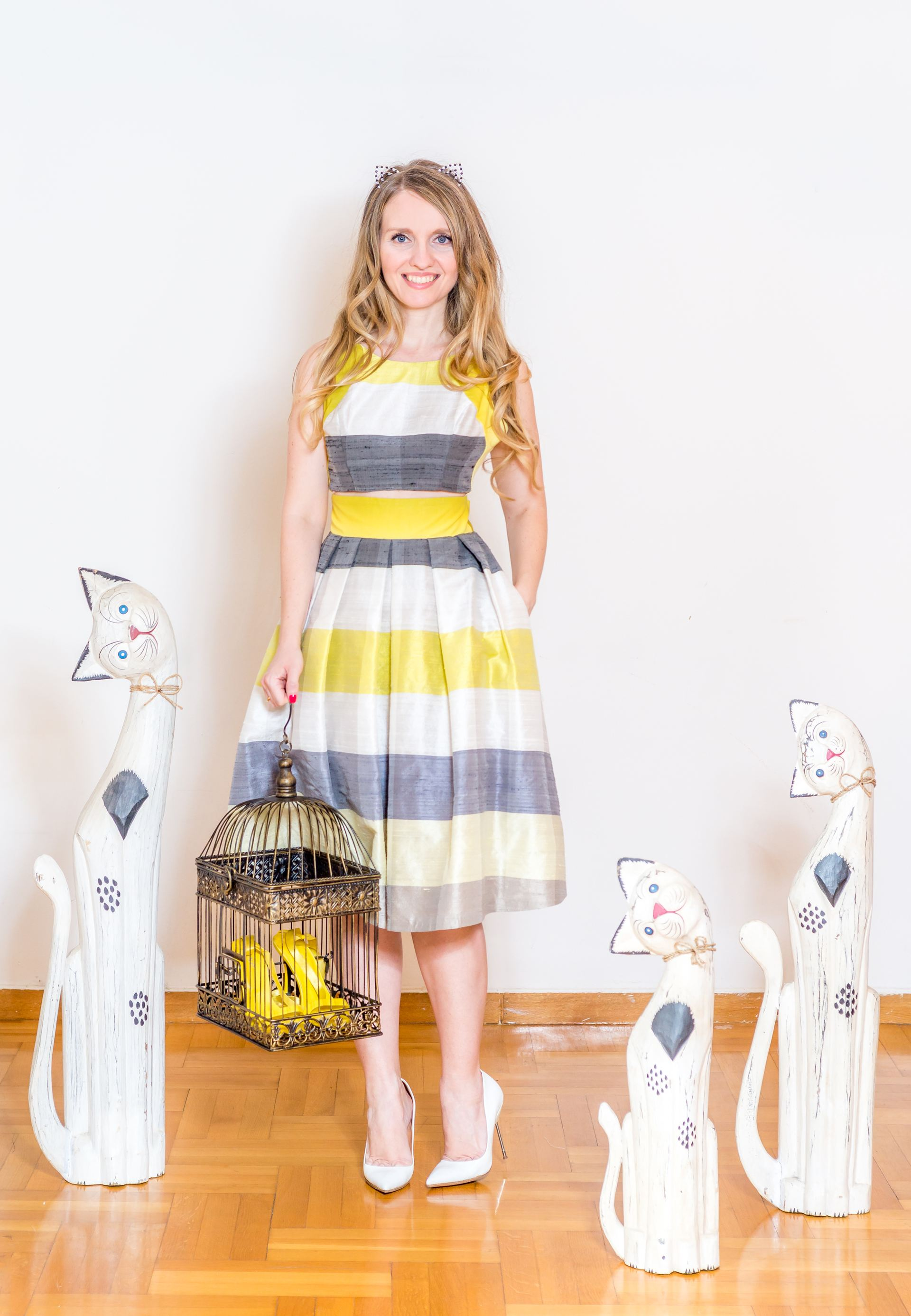 Μεταξωτό cocktail φόρεμα με ανοίγματα στη μέση