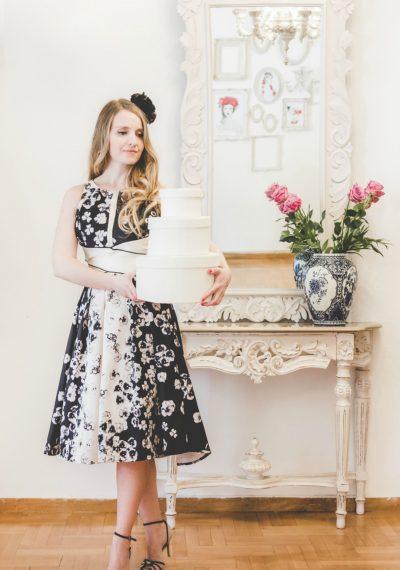 Μεταξωτό floral φόρεμα με φουρό και ανοιχτή πλάτη