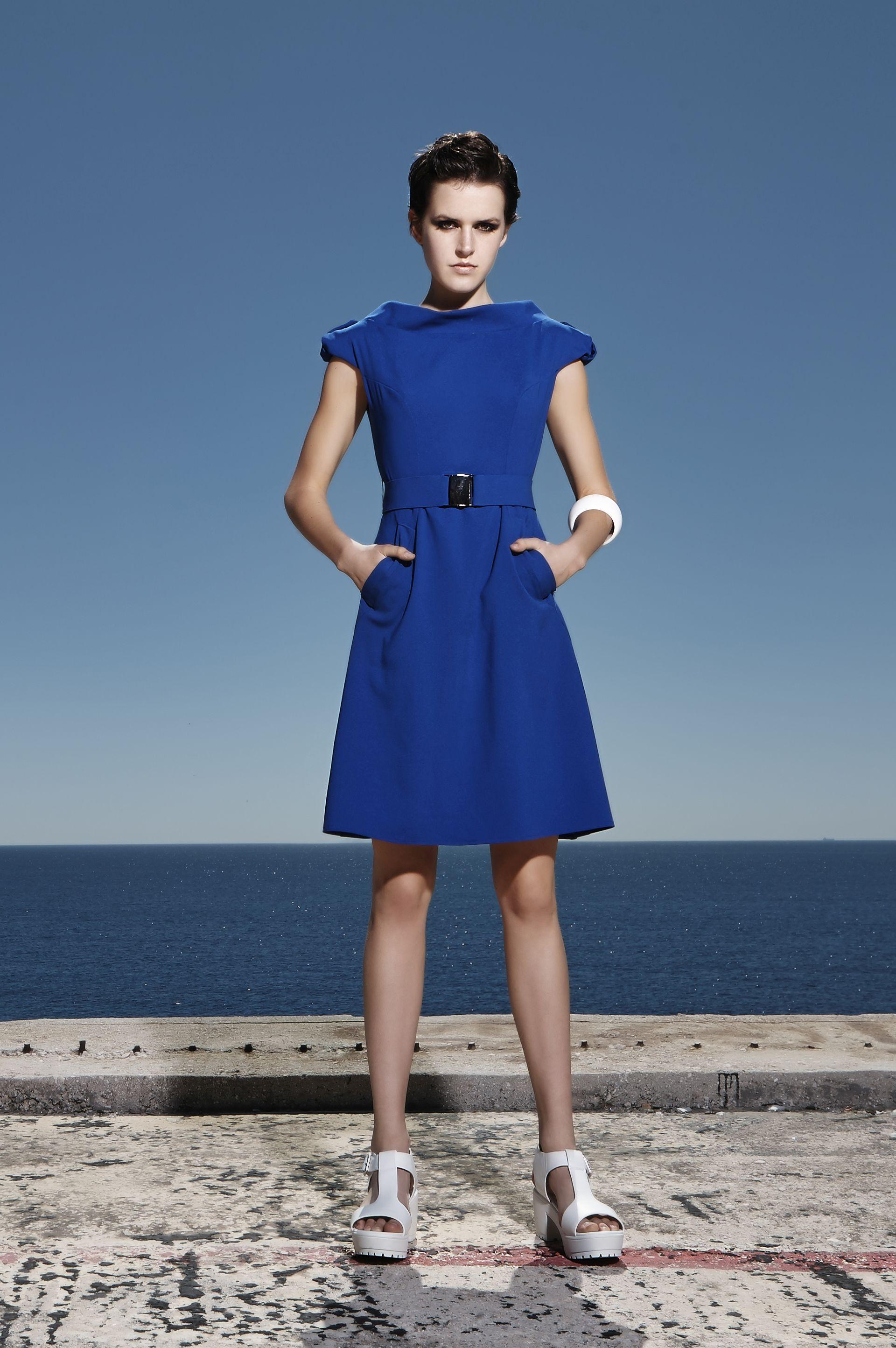 Μίνι crepe φόρεμα με τσέπες και ζώνη