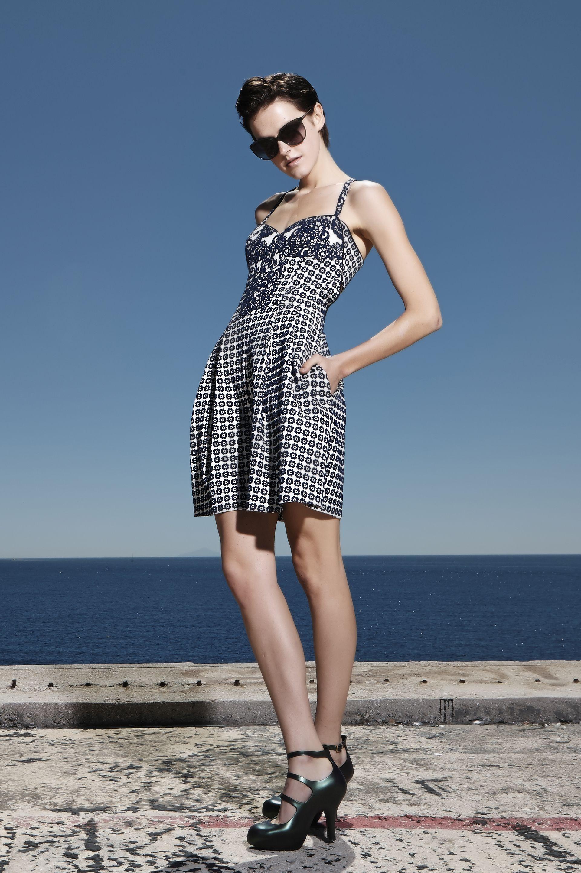 Ολόσωμη κοντή φόρμα με πιέτες και τσέπες