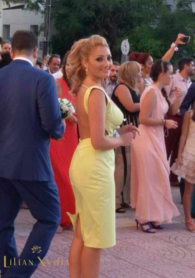 Κομψό φόρεμα κουμπάρας σε pencil γραμμή, με τιράντες και ανοιχτή πλάτη