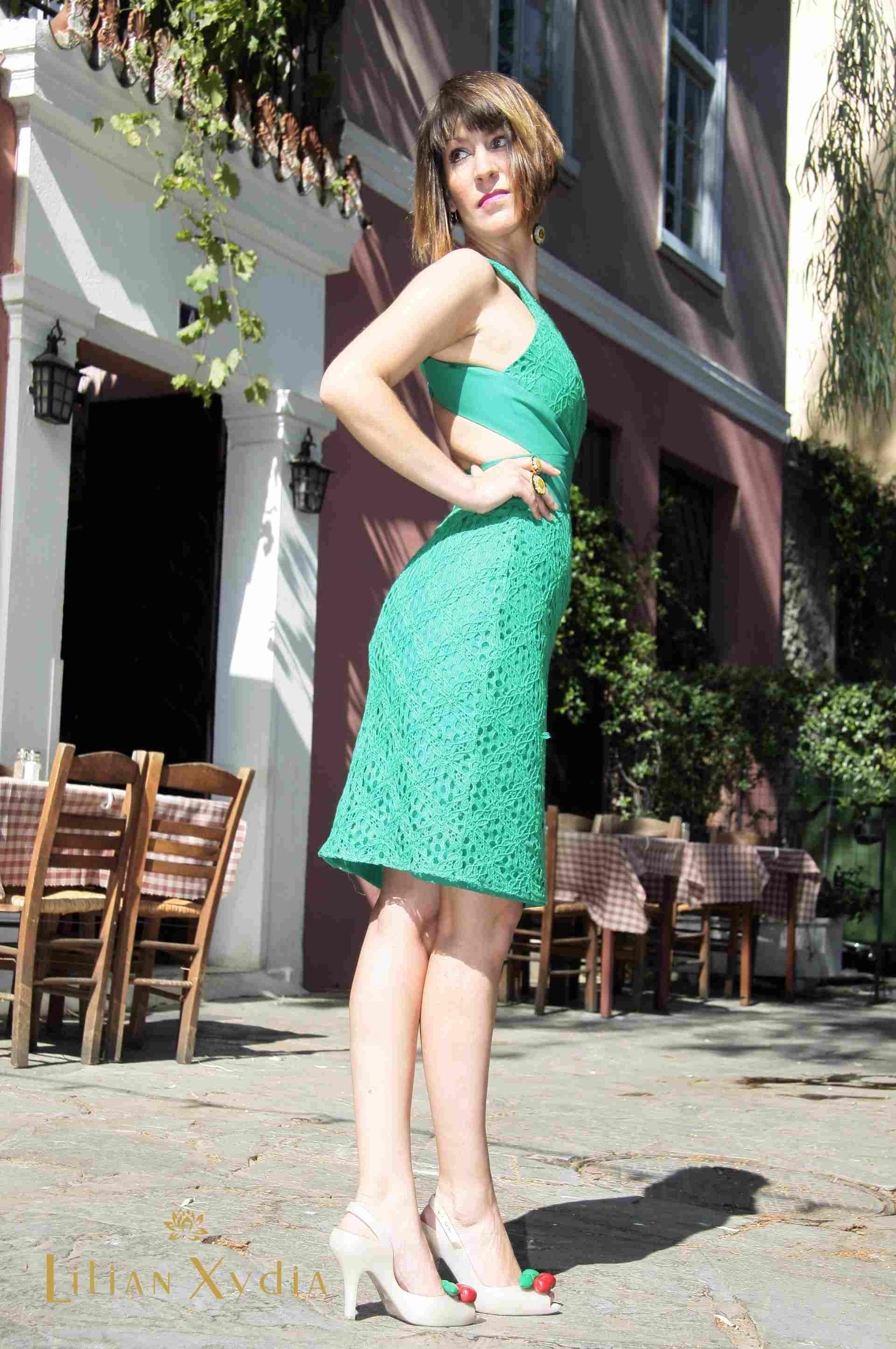 Βραδυνό - κοκτέηλ φόρεμα, με ανοίγματα στην πλάτη, από βαμβακερή δαντέλα