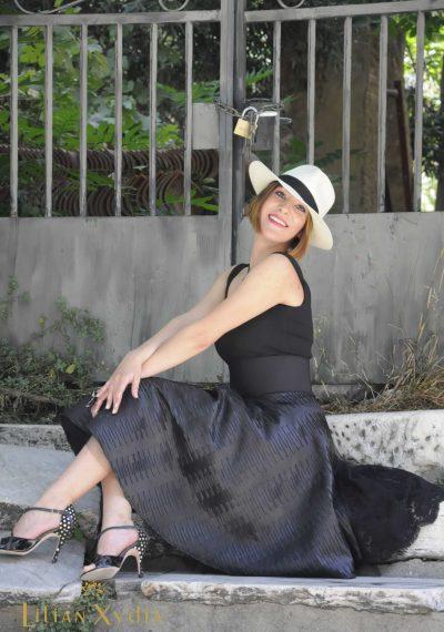Βραδυνό κοκτέηλ φόρεμα με δρμάτινη φούστα με ουρά από δαντέλα