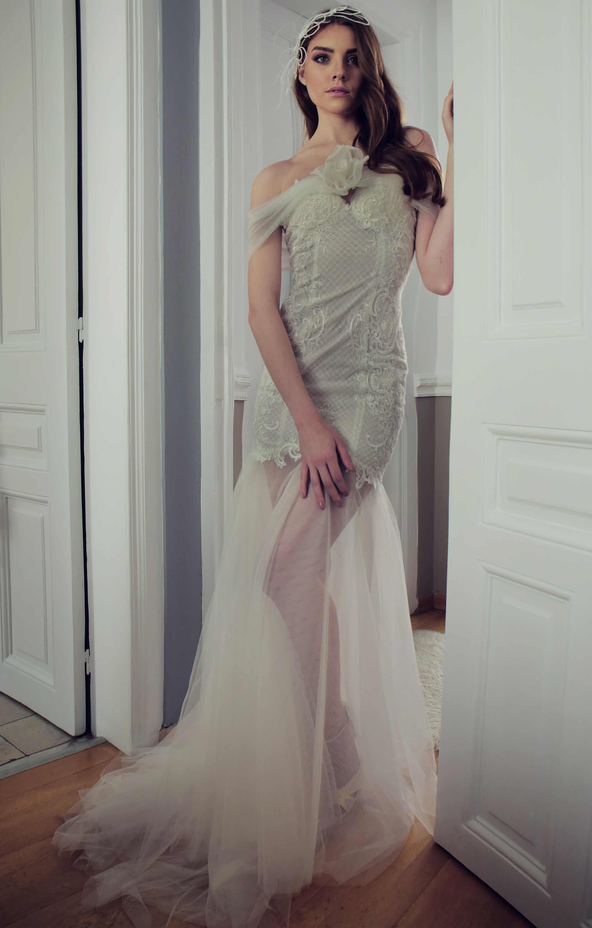 Νυφικό Chloe Μίνι με Εσάρπα & Ουρά - Strapless