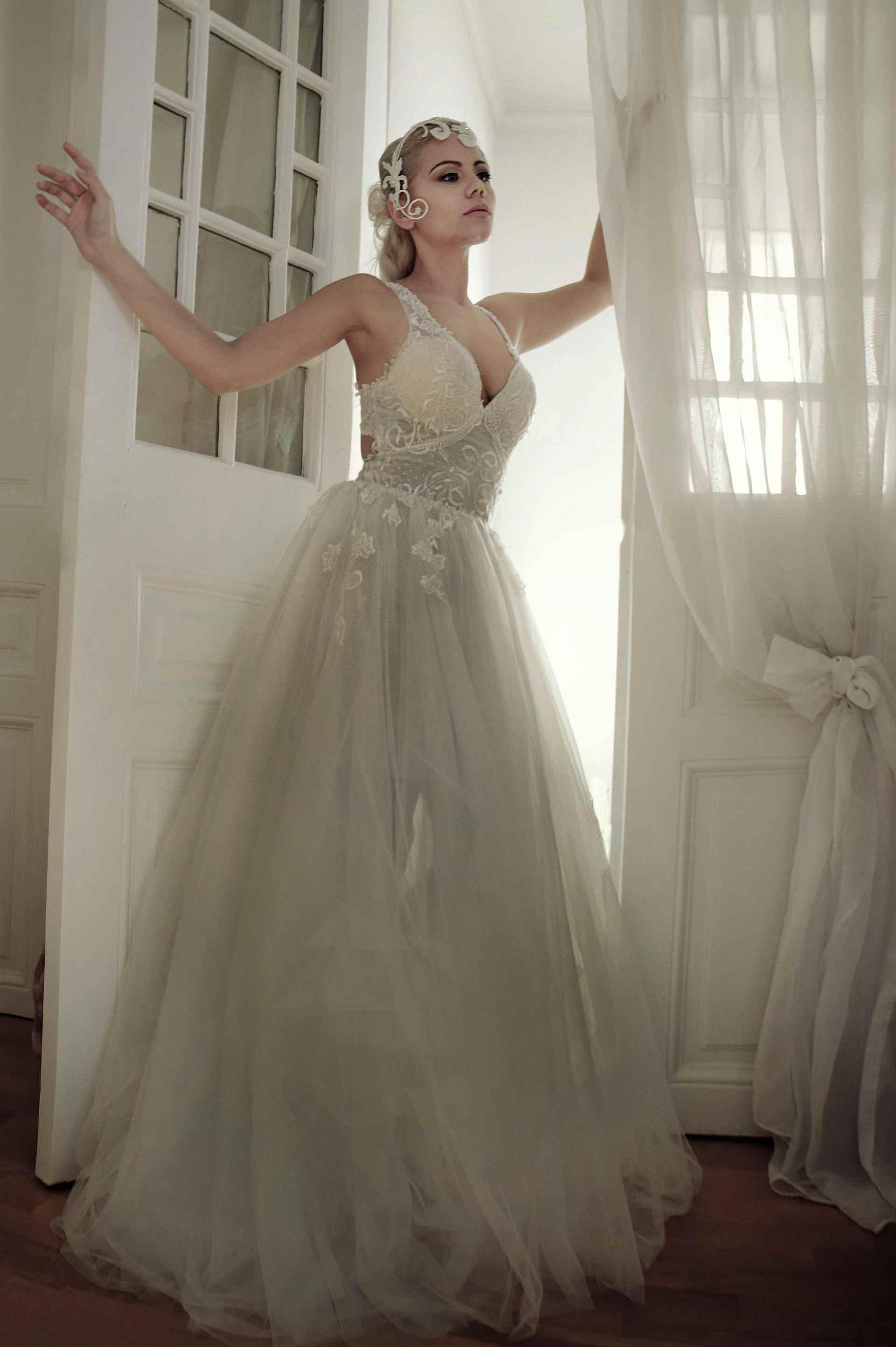 Νυφικό Princess ΗΛΕΚΤΡΑ Δαντέλα Λουλούδια Κέντημα Τούλι Λίλιαν Ξυδιά